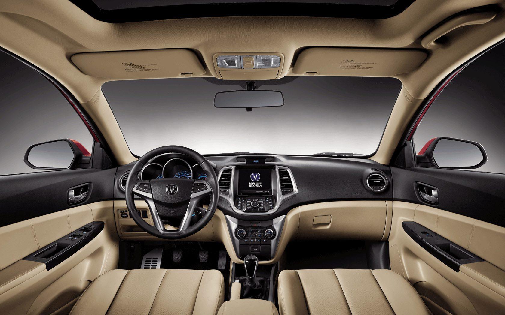 Обзор автомобиля Changan Eado XT